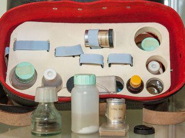 Chemikalienkoffer aus der Dauerausstellung der Außenstelle Gera