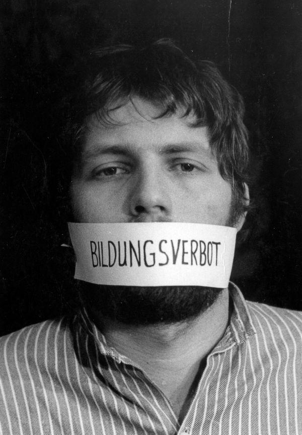 Postkartenmotiv, mit dem Roland Jahns gegen seine Zwangsexmatrikulation protestierte.