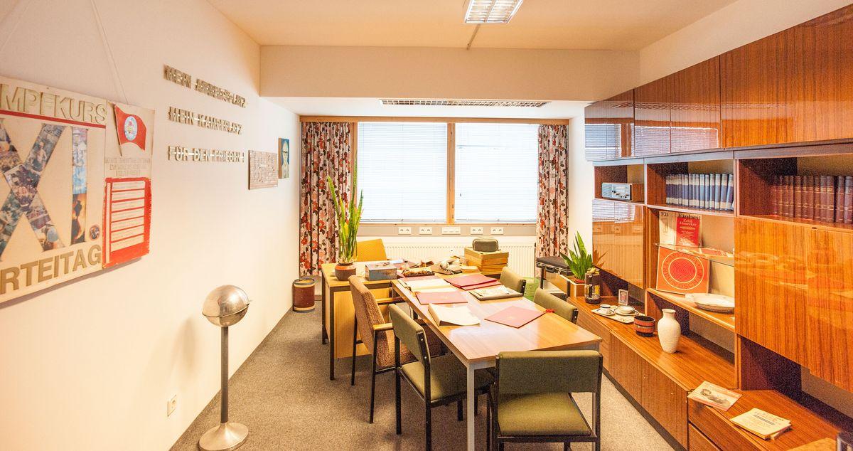 Ein rekonstrierter Arbeitsraum eine MfS-Offiziers in der Dauerausstellung der Außenstelle Gera. In solchen Räumen arbeiteten die Angehörigen des MfS.