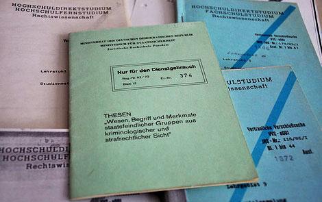 Lehrmaterial aus der Stasi-Hochschule Potsdam, das es an keiner anderen Uni gab