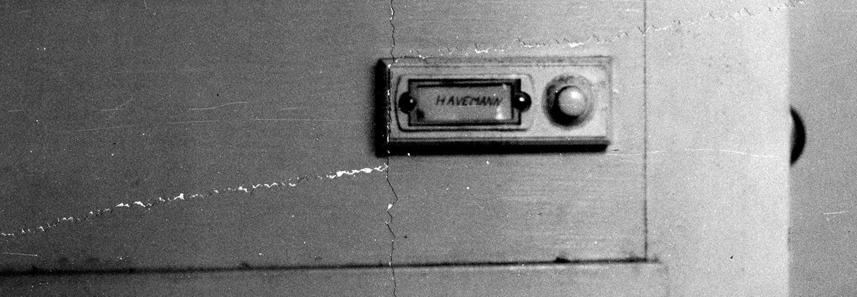 Stasi-Foto der Türklingel von Robert Havemann, Quelle:                 MfS, HAXX, Fo, Nr. 1383, Bl. 26