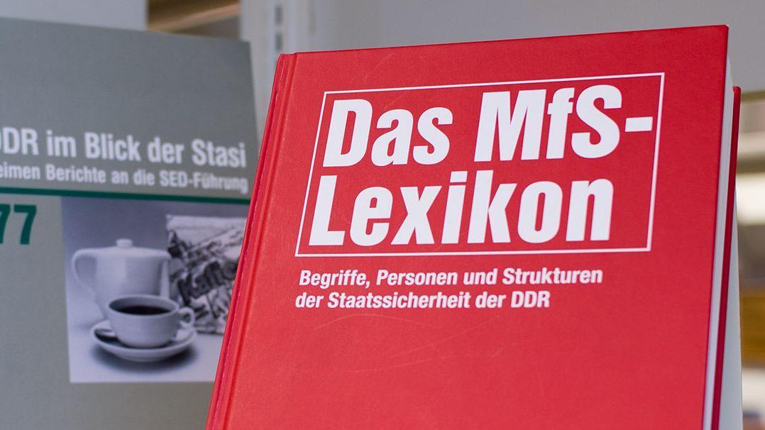 MfS-Lexikon in der Bibliothek des Stasi-Unterlagen-Archivs