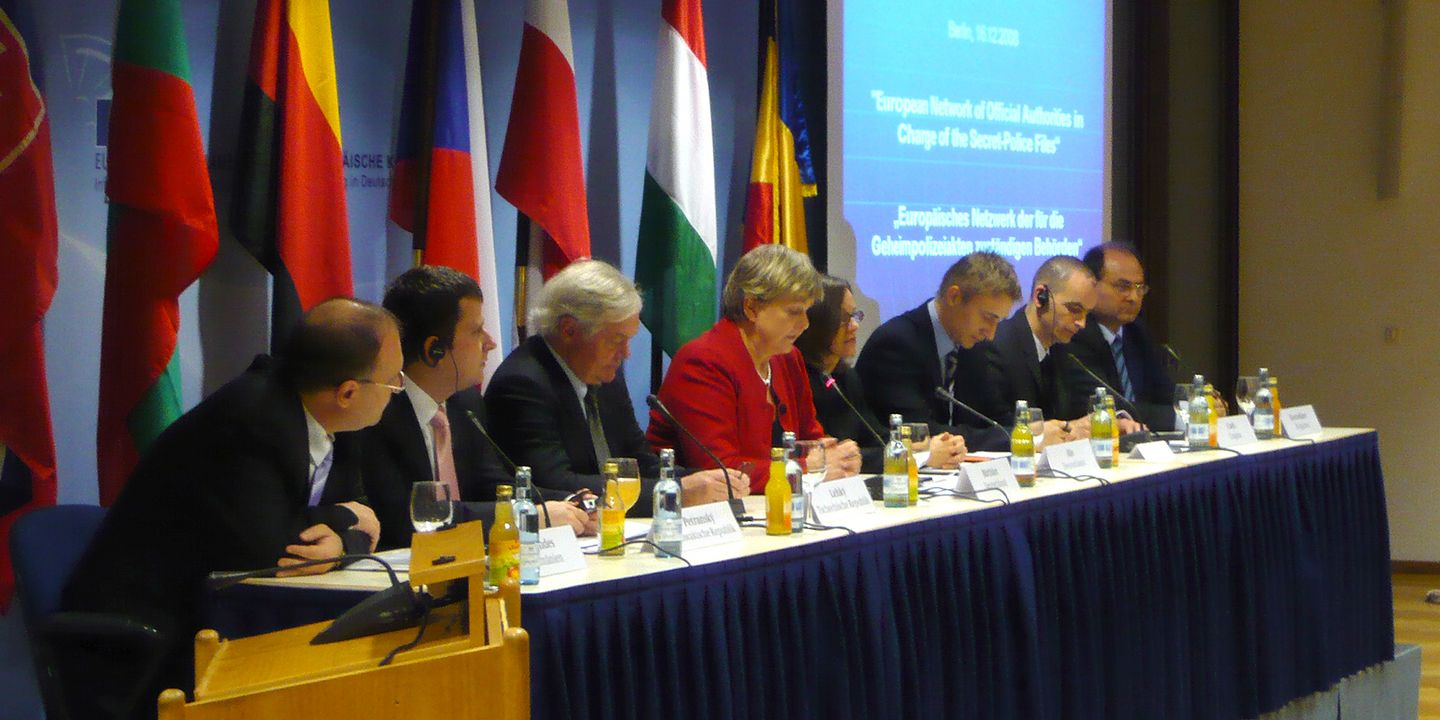 The founding of the European Network in Berlin, December 2008, Source:                 BStU