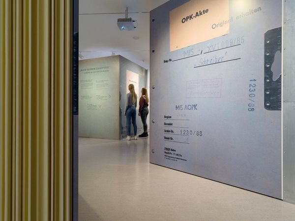 Walk-in files, interactive media stations and original objects provide insight into the archive of the GDR secret police