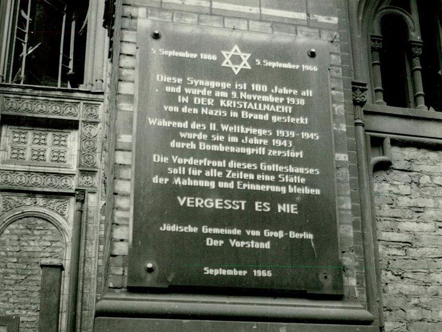 Gedenktafel an der Neuen Synagoge