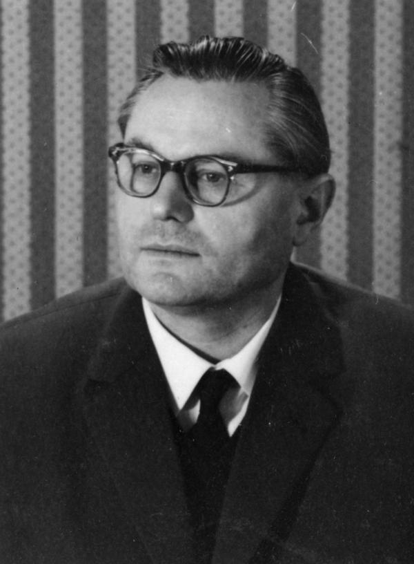 Foto von Fritz Schröder von seiner Kaderkarteikarte.