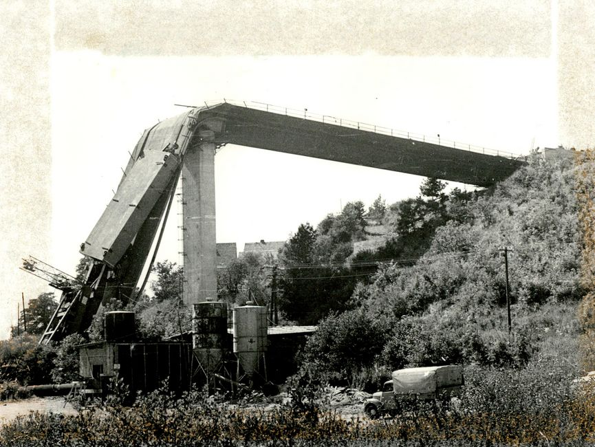 Aufnahme der Einsturzstelle der Brücke unmittelbar nach der Havarie.