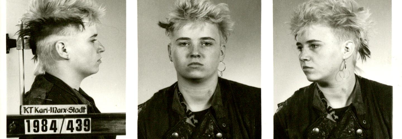Erkennungsdienstliche Fotos einer jungen Frau