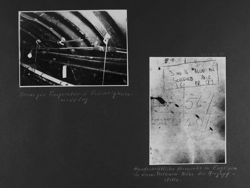 [Bild 1: Nahaufnahme von Leitungen an der Wölbung der Decke des Tunnels. Zu sehen sind drei ummantelte Leitungsstränge, im Hintergrund eine Glühlampe in einer Fassung. Darüber ein vermeintlicher Metallstab an einer Leitung.] [handschriftliche Ergänzung: Sonde zur Temperatur u Feuchtigkeitsmessung..]  [Bild 2: Es ist die Abfotografie eines Notizzettels.] [handschriftliche Ergänzung: Handschriftliche Vermerke in Englisch in unmittelbarer Nähe der Anzapfstelle.]