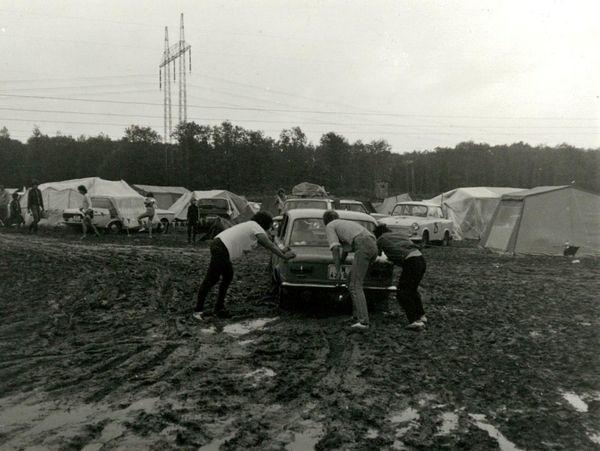 Ein Inoffizieller Mitarbeiter fertigte diese Aufnahme auf einem der zahlreichen Zeltplätze an.