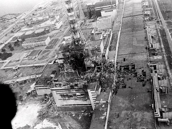 Kernkraftwerk Tschernobyl: Luftaufnahme des zerstörten Reaktorblocks 4