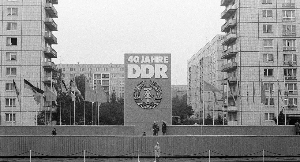 Bühne für die Feierlichkeiten zum 40. Jahrestag der Gründung der DDR am 7. Oktober 1989