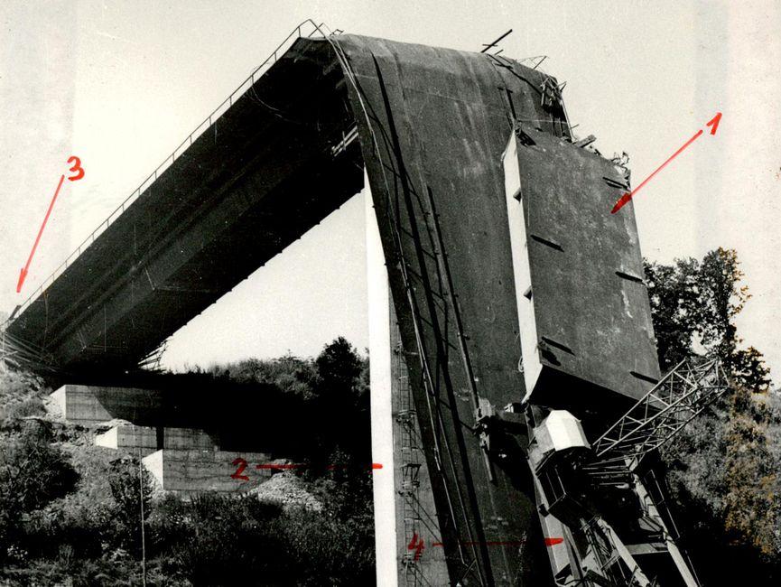 Der abgeknickte Teil der Brücke.