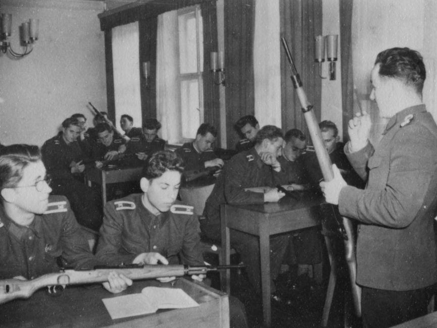 Stasi-Offiziere in der JHS im Jahr 1957