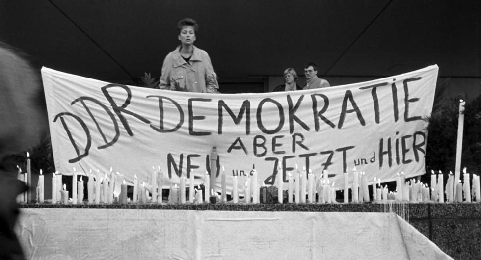 TRansparent 'DDR Demokratie, aber neu und jetzt und hier'