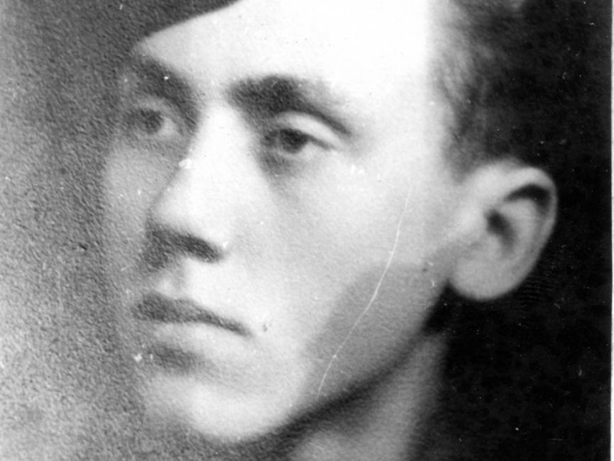 Schwarz-Weiß-Aufnahme von August Bielesch in SS-Uniform