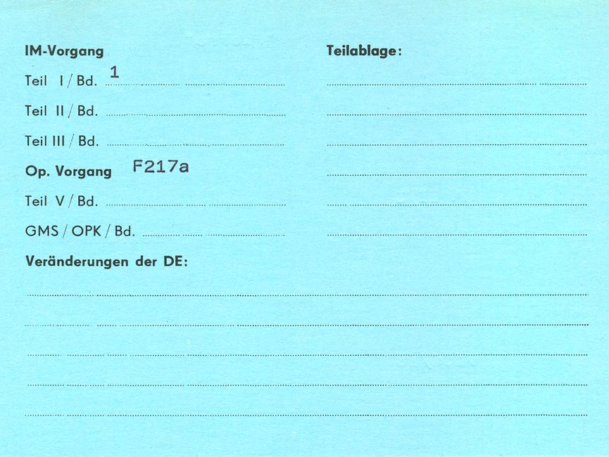 [Die Rückseite der blauen F 77 Karteikarte enthält überwiegend Angaben zum Umfang des Vorgangs, d.h. wie viele Bände zu welchem Teil eines IM-Vorgangs oder wie viele Bände insgesamt bei operativen Vorgängen existieren bzw. bereits anteilig im Archiv abgelegt worden sind. Das untere Drittel ist wieder für Veränderungen innerhalb der bearbeitenden Diensteinheit vorgesehen.]