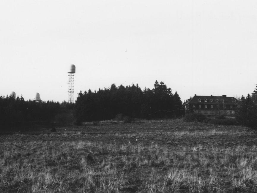 Die drei 'BeeHive'-Anlagen neben dem 'Eisenacher Haus' aus einiger Entfernung fotografiert.