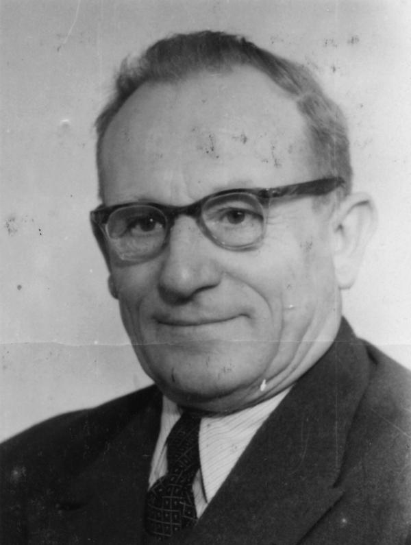 Foto von Gustav Szinda von seiner Kaderkarteikarte.