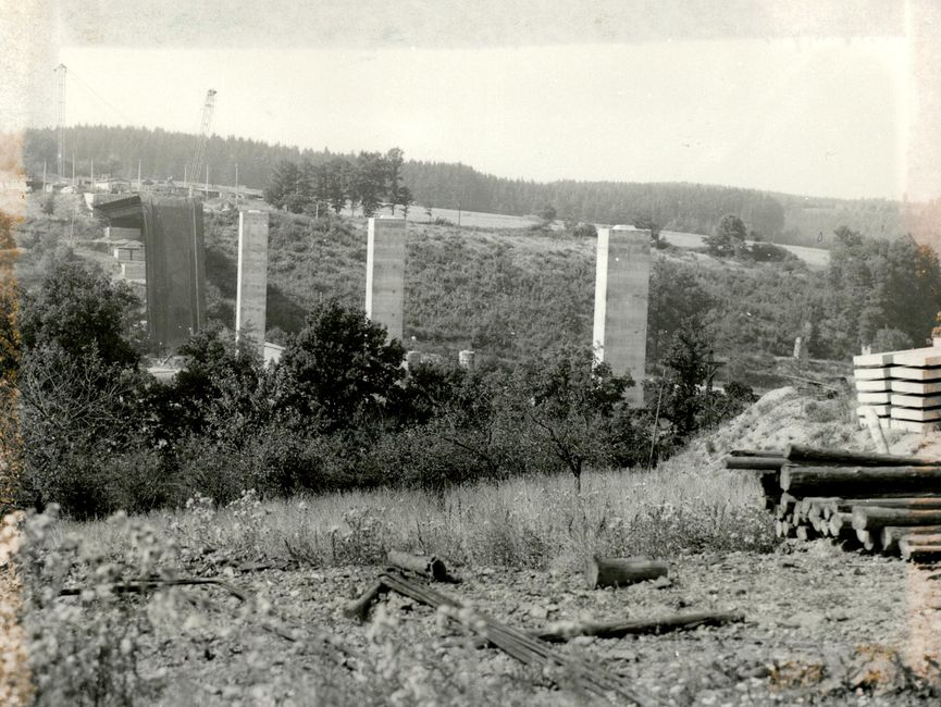 Übersichtsaufnahme der gesamten Baustelle der havarierten Brücke