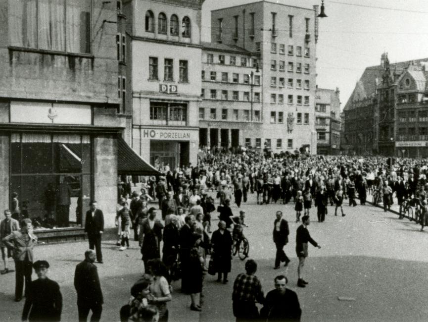 Demonstration auf dem halleschen Marktplatz