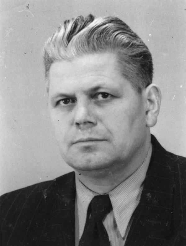 Foto von Alfred Schönherr von seiner Kaderkarteikarte.