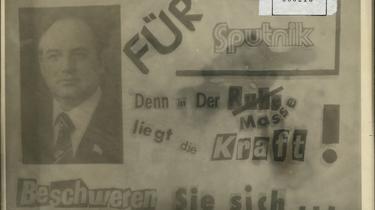 Von Unbekannten hergestellter Handzettel mit aus Zeitungen ausgeschnittenen Buchstaben. Der Text lautet: 'Für Sputnik. Denn in der Masse liegt die Kraft! Beschweren Sie sich...'. Links neben dem Text ist ein Portraitfoto von Michail Gorbatschow abgebildet.