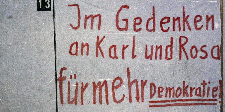 Beschlagnahmtes Transparent von der Liebknecht-Luxemburg-Demonstration 1988
