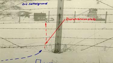 Die Drittklässler krochen unterhalb des Stacheldrahtes hindurch. Auf den Bildern ist die 'Durchbruchstelle' genau festgehalten. Die Ortschaft Sattelgrund lag bereits in der Bundesrepublik.