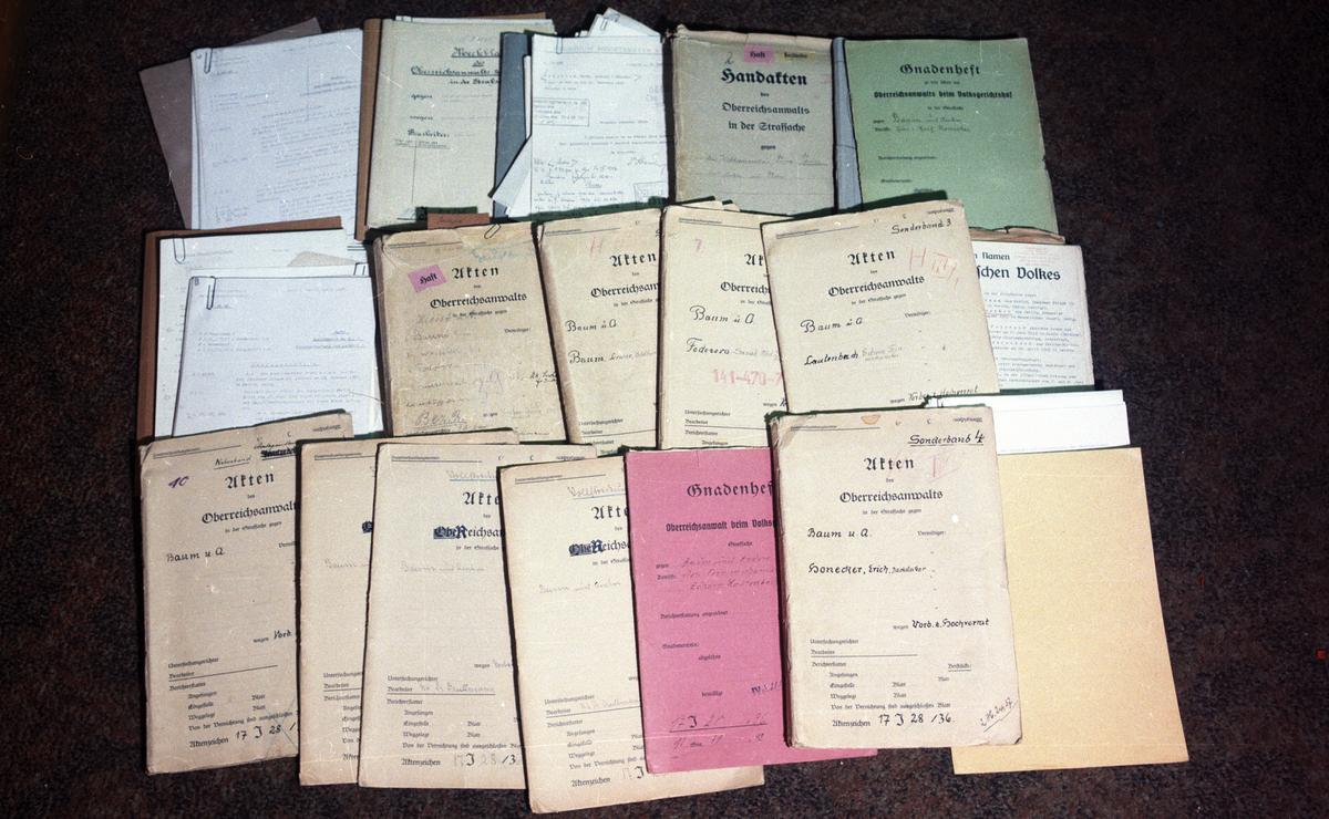 Unterlagen aus Mielkes 'rotem Koffer'