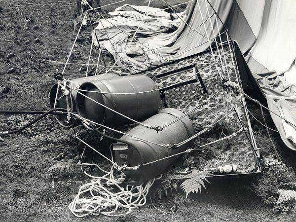 Die Gondel des ersten Ballons. Darin liegen die Propangasflaschen, mit denen der Brenner des Ballons betrieben worden war