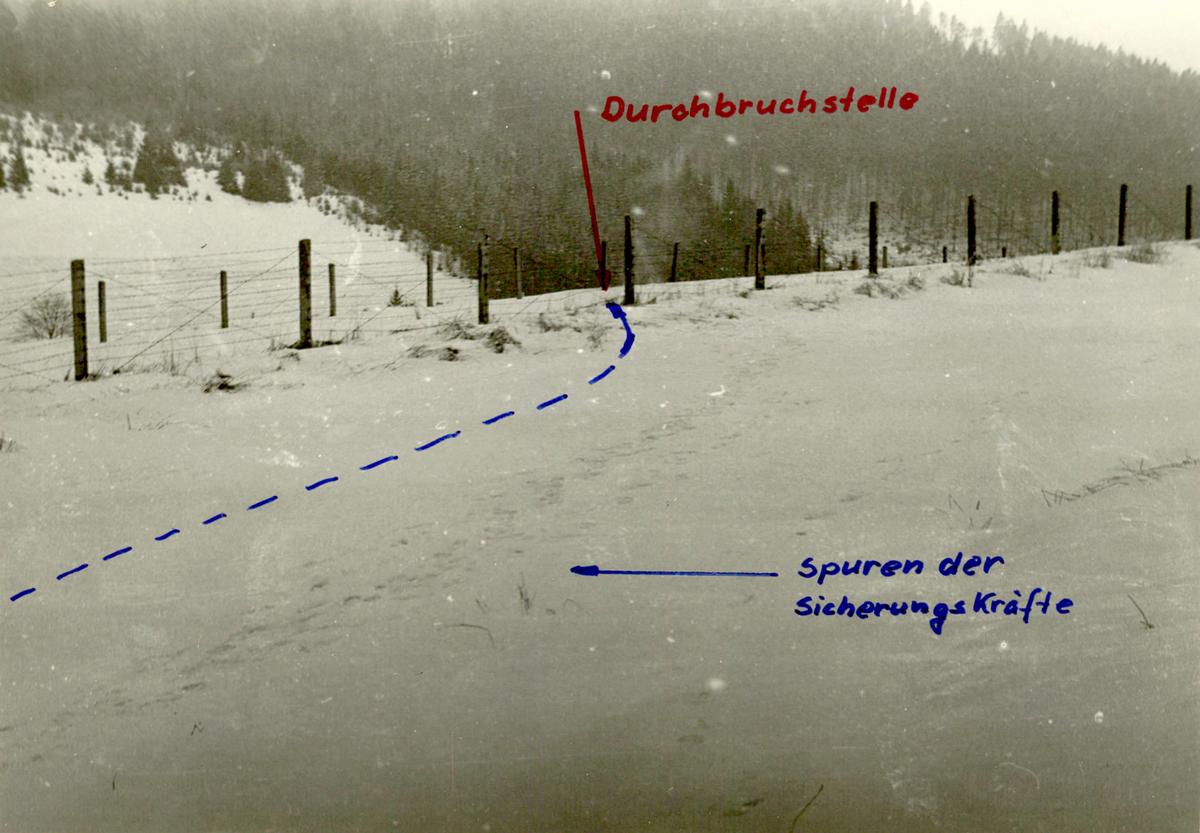 Akribisch wurde der 'Grenzdurchbruch' rekonstruiert und Spuren sichergestellt. Mit Strichelchen markierte die Stasi den Rodelverlauf.