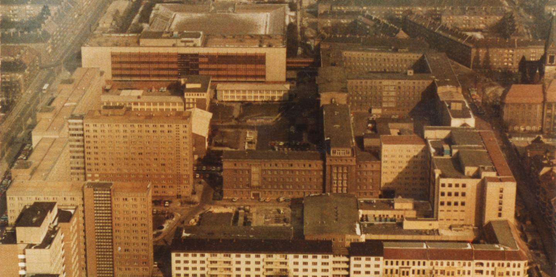 Das BIld zeigt die ehemalige Stasi-Zentrale aus der Luft.