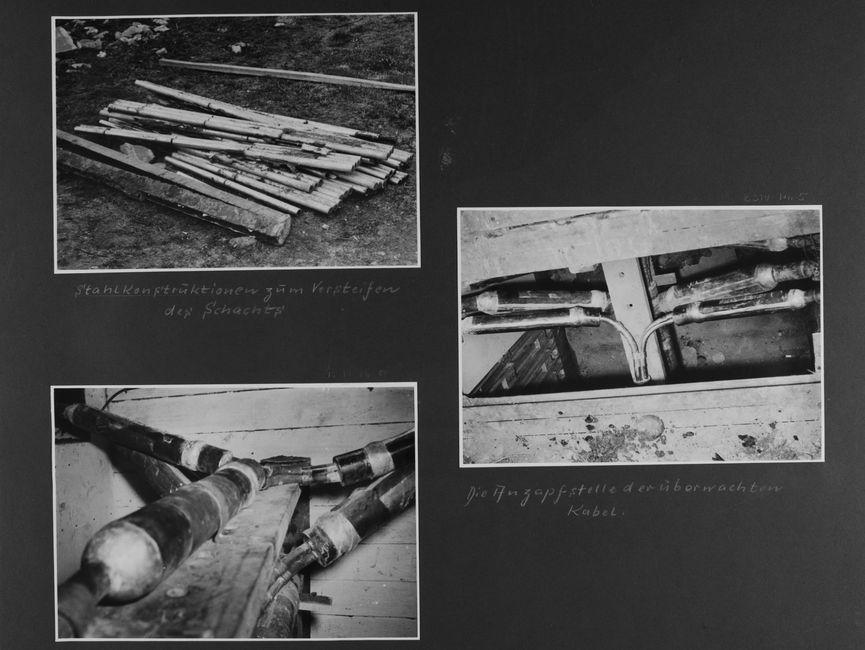 [Bild 1: Diverse Stahlrohre liegen ausgebreitete und anteilig übereinander gelagert auf einem Wiese ausgebreitet.] [handschriftliche Ergänzung: Stahlkonstruktionen zum Versteifen des Schachts]  [Bild 2: Vermutlich wurden von einem Boden mehreren Holzdielenbretter entfernt. Es kommt eine Holzplanke zum Vorschein, auf und unter dieser verlaufen Leitungsschächte. Von links sowie rechts kommen zwei dicke Leitungsadern, die sich anschließen.] [handschriftliche Ergänzung: Die Anzapfstelle der überwachten Kabel.]  [Bild 3: Eine Nahaufnahme der Holfplanke mit ihren Leitungsadern. Zusammen ergibt es aus diesem Blickwinkel ein Y.]