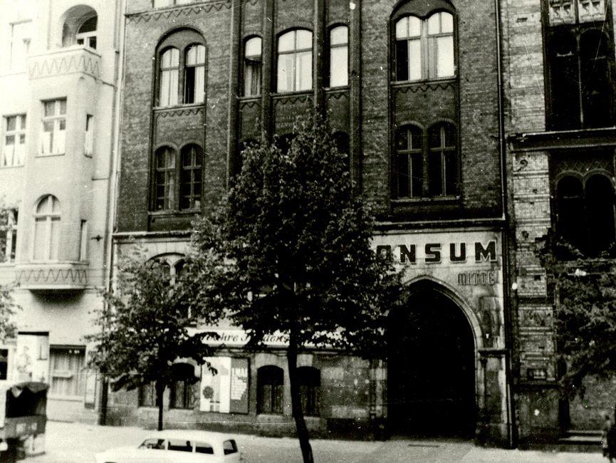 Teilansicht der Neuen Synagoge in Ost-Berlin